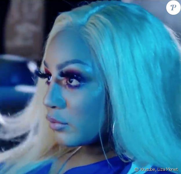 """Liza Monet dans le clip de sa chanson """"Size"""". Youtube. Le 6 mars 2020."""