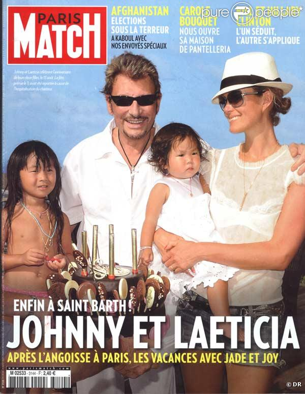 Johnny Hallyday, sa femme Laeticia Hallyday, et leurs filles Jade et Joy en couverture de Paris Match