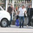 Johnny et Laeticia et leurs petites filles arrivent enfin à Saint-Barth le 11 août pour des vacances bien méritées !