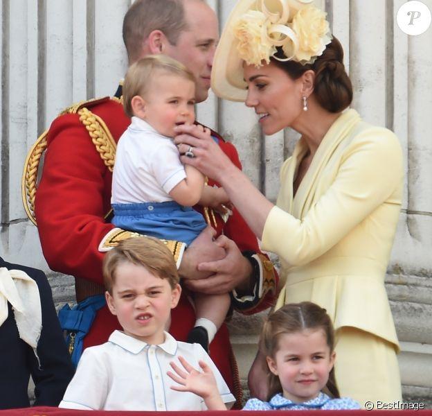 Le prince William, la duchesse Catherine de Cambridge et leurs enfants le prince George de Cambridge, la princesse Charlotte de Cambridge et le prince Louis de Cambridge au balcon du palais de Buckingham lors de la parade Trooping the Colour 2019, à Londres, le 8 juin 2019.