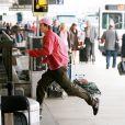 Ashton Kutcher sur le tournage de Valentine's Day à l'aéroport de Los Angeles le 19 août 2009