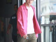 Quand Ashton Kutcher, pieds nus, court dans un aéroport pour récupérer la femme de sa vie... Regardez !