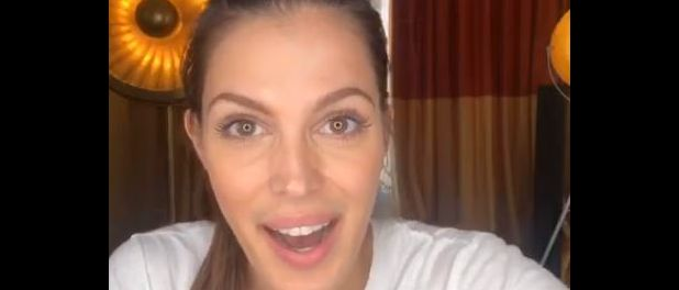 Iris Mittenaere surprise par son ex Kev Adams, qui s'incruste dans son live