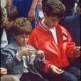 Marius et Romain Colucci le jour de l'enterrement de Coluche, le 24 juin 1986.