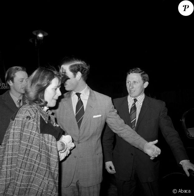 Le prince Charles et Camilla Parker Bowles à Londres en 1975.