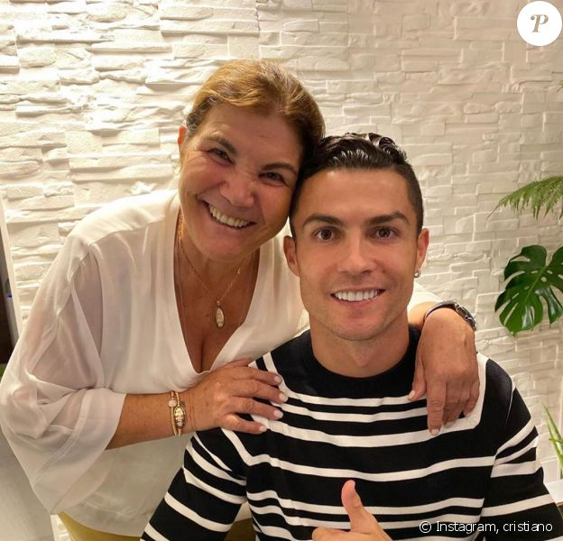 Cristiano Ronaldo et sa maman Dolores, sur Instagram, le 3 mai 2020.