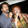 Edouard Baer et Régine lors de la soirée des Vendanges du Désert, au domaine de Bertaud-Belieu, le 27 août 2009