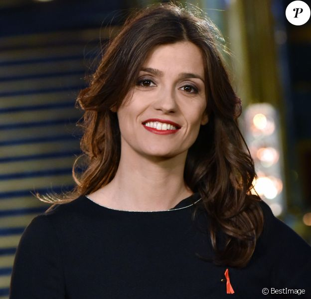 """Tania Young - Backstage de l'enregistrement de l'émission """"La télé chante pour le Sidaction"""" aux Folies Bergère à Paris."""