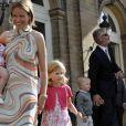 Mathilde et Philippe de Belgique ont participé à la garden party pour les noces d'or du roi Albert et de sa femme Paola, le 30 août 2009 au Château de Laeken. Un accident de calèche est venu gâcher la fête...