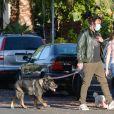Exclusif - Ben Affleck et sa compagne Ana de Armas promènent leurs chien en portant des masques pour se protéger de l'épidémie de Coronavirus (Covid-19) à Los Angeles, le 18 mai 2020.