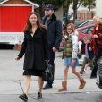 Jennifer Garner et Ben Affleck à la sortie d'une église avec leurs enfants Violet, Seraphina et Samuel à Brentwood. La mère de Ben, Chris Ann Boldt les accompagne. Le 5 février 2017