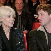 """Françoise Hardy """"fragile à cause de la chimio"""" : Thomas Dutronc évoque sa mère"""