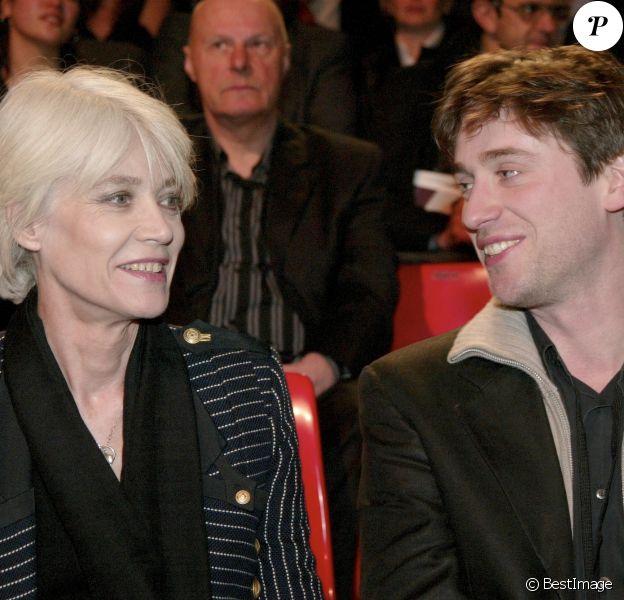 Archives - Françoise Hardy et Thomas Dutronc- En France, à Paris, lors des 20e Victoires de la Musique en 2005.