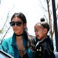 Kanye West s'embrouille avec les photographes à la sortie du restaurant Nobu où il déjeunait en famille à Malibu. Kim Kardashian porte dans ses bras leur fille North qui éclate en sanglots à la vue de la dispute entre son père et les photographes. John Legend et sa femme Christine Teigen sortent aussi du restaurant avec leur fille Luna. Le 29 mai 2016