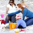 Marcia Cross en grande forme avec ses jumelles Savannah et Eden au parc à Los Angeles