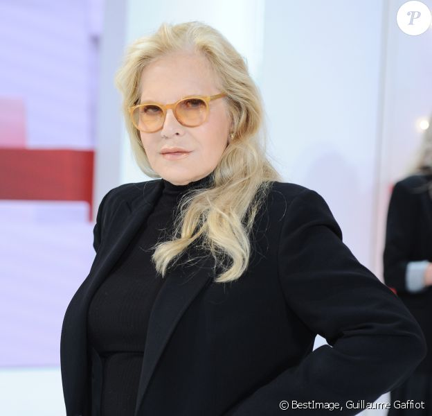Sylvie Vartan Indignee L Idylle De Johnny Et Catherine Deneuve Une Fiction Purepeople