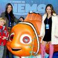 Ornella Mutti avec sa fille & petits enfants a l'avant premiere du film Nemo à Eurodisney . 09/11/2003 - Paris