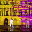 """Exclusif - Imen Es et Amel Bent - Enregistrement de l'émission """"La chanson de l'année"""" dans les jardins du Palais Royal à Paris, qui sera diffusée le 12 juin sur TF1. Le 11 juin 2020 © Cyril Moreau / Bestimage"""