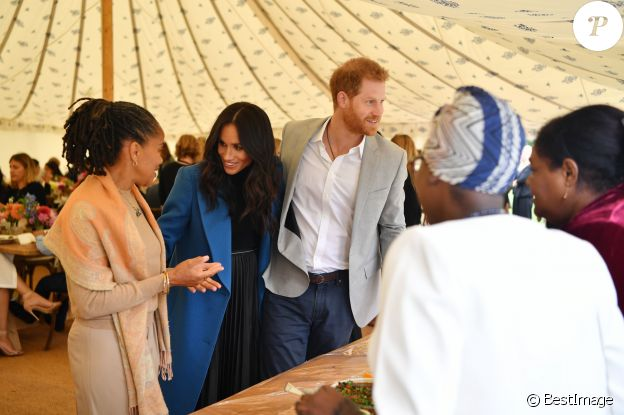 "Meghan Markle, duchesse de Cambridge, le prince Harry, duc de Sussex, reçoivent les femmes qui apparaissent dans le livre de recettes """"Together, our community cookbook"""" au palais Kensington à Londres le 20 septembre 2018."