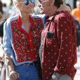 Johnny Hallyday avec sa femme Laeticia, leurs filles Jade et Joy, Marie Poniatowski avec son mari Pierre Rambaldi et leur fille Tess, à Santa Monica, le 1er avril 2017. -