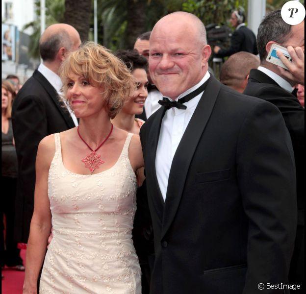 Philippe Etchebest et sa femme - Montée des marches du film La Conquête - 64e festival international du film de Cannes. En 2011.