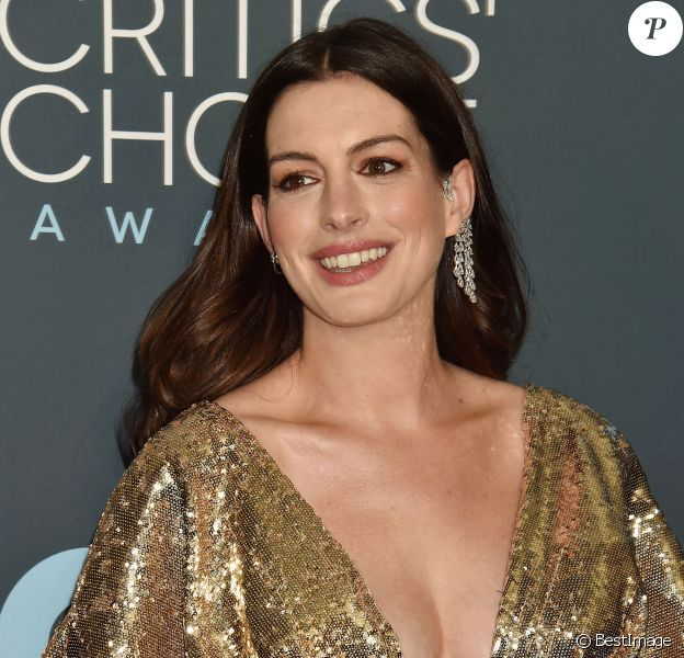 Anne Hathaway - lors de la 25e édition de la soirée des Critics Choice Awards au Barker Hangar à Santa Monica, Los Angeles, Californie, Etats-Unis, le 12 janvier 2020.
