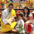 Le roi et la reine du Bhoutan, Jigme Khesar et son épouse Jetsun Pema, avec leurs deux garçons, sur Instagram, le 30 juin 2020.