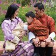 La reine Jetsun Pema et le roi Jigme Khesar Namgyel Wangchuck du Bhoutan présentent leur deuxième enfant, un garçon, né le 19 mars 2020. Sur Instagram, le 31 mai 2020.
