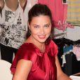 Adriana Lima en séance de dédicaces à la boutique Victoria's Secret de New York le 10/10/10