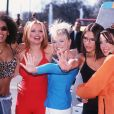 Les Spice Girls (Mel C, Emma Bunton, Victoria Beckham, Geri Halliwell et Melanie Brown) - Lancement Channel Five à Londres. Le 31 mars 1997.