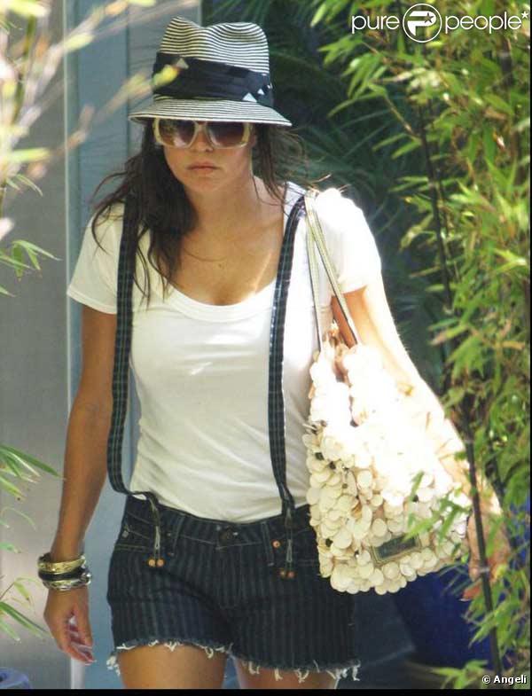 Fergie sort d'une maison à Los Angeles