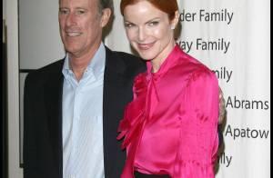 Marcia Cross irradie de bonheur au bras de son mari Tom Mahoney... qui va mieux ! Une sortie officielle pour voir... la vie en rose !