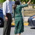 """Le roi Felipe VI et la reine Letizia d'Espagne en visite dans la résidence """"Ramon y Cajal"""" de l'association Aspace à Cizur Menor le 22 juillet 2020, en Navarre, dans le cadre de leur tournée nationale des régions pour le déconfinement."""