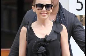 Kylie Minogue : Ses parents débarquent à Londres... Y aurait-il des préparatifs de mariage dans l'air ?