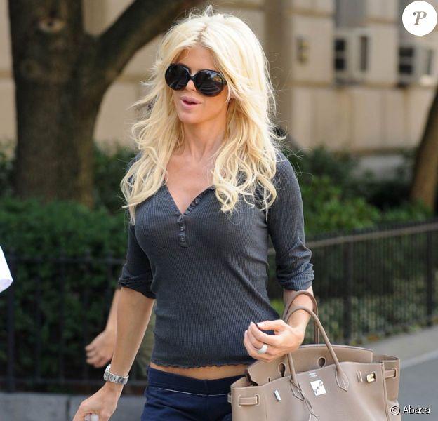 La ravissante Victoria Silvstedt, dans les rues de Manhattan, à New York, le 14 septembre 2009 !