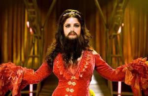 La très jolie Salma Hayek dans son nouveau film... avec une longue et soyeuse barbe !