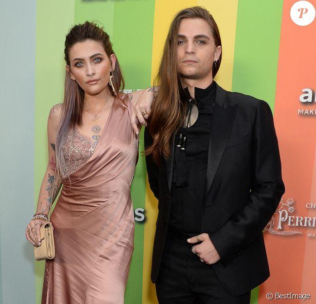 """Paris Jackson et son compagnon Gabriel Glenn au photocall de la soirée """"amfAR Gala"""" à Los Angeles, le 10 octobre 2019."""