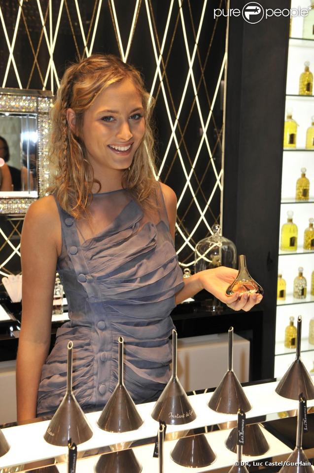 Nora Arnezeder  à la soirée Guerlain à Paris le 10 septembre 2009