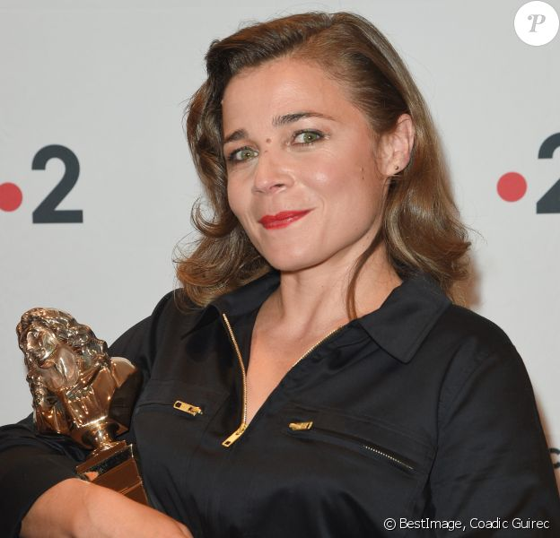 """Blanche Gardin Molière de l'humour (""""Je parle toute seule"""") - 30ème cérémonie des Molières 2018 à la salle Pleyel à Paris, France, le 29 mai 2018. © Coadic Guirec/Bestimage"""
