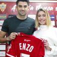Enzo Zidane avec sa compagne Karen Gonçalves lors de la présentation officielle de son arrivée à l' UD Almería le 5 février 2020.