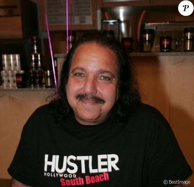 Archives - Ron Jeremy, acteur de film X, est accusé de viol et d'agression sexuelle. Ron Jeremy a tourné dans plus de 2000 films pornos depuis la fin des années 1970. Il est accusé de quatre agressions qui auraient été commises entre 2014 et 2019. Selon un communiqué des services du procureur de Los Angeles, l'acteur a été officiellement accusé de quatre agressions distinctes qui auraient été commises entre 2014 et 2019. Un viol aurait été commis en 2014 à son domicile de Los Angeles, les trois autres cas dans un bar d'Hollywood, entre 2017 et 2019.