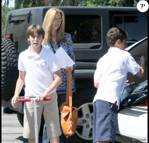 Lisa Kudrow accompagne son fils et un copain dans un immense skate parc en Californie le 18 septembre 2009