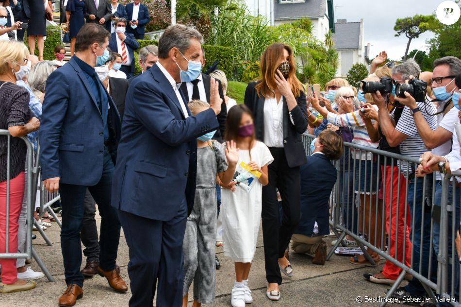 Nicolas Sarkozy Sa Femme Carla Bruni Leur Fille Giulia Avec Une Amie Mariage Du Maire De La Baule Franck Louvrier Ex Conseiller En Communication Du Presid Purepeople