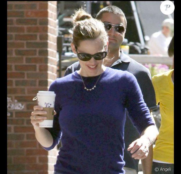 Jennifer Garner, toute mignonne, se balade à Boston, non loin du tournage de son mari Ben Affleck.