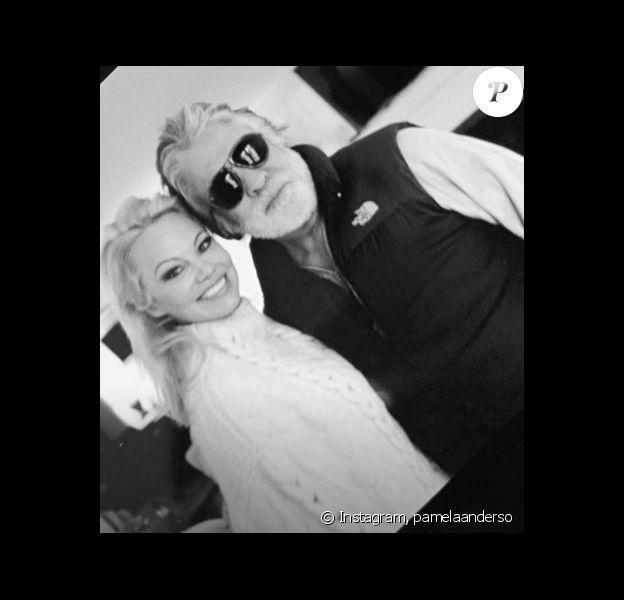Pamela Anderson et son mari Jon Peters. Première photo des jeunes mariés postée le 25 janvier 2020.