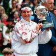 Arantxa Sanchez remporte le tournoi de Roland Garros à Paris, en 1994.