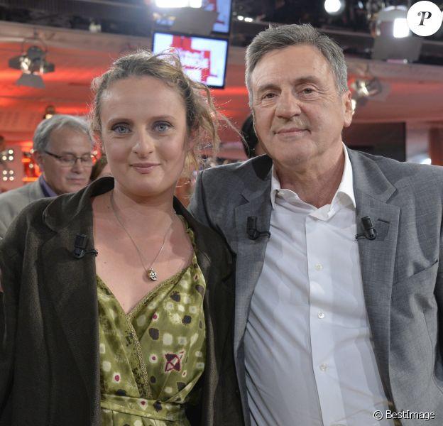 """Daniel Auteuil et sa fille Aurore - Enregistrement de l'emission """"Vivement Dimanche"""" a Paris, en 2013."""
