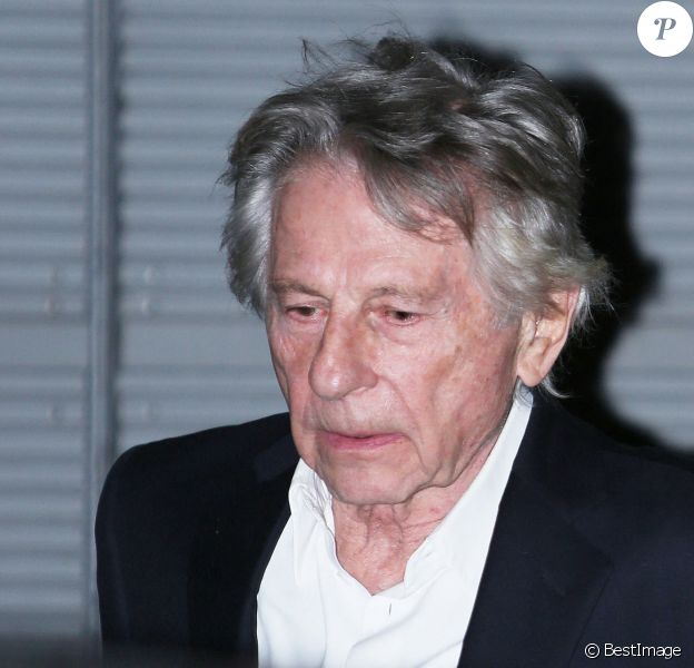 """Roman Polanski quitte l'avant-première du film """"J'accuse"""" au cinéma UGC Normandie entouré de 5 gardes du corps à Paris."""