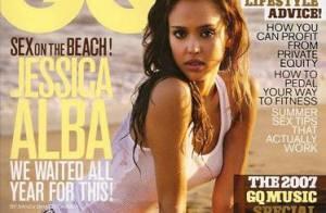 Jessica Alba et son corps parfait sous un débardeur transparent... Regardez !