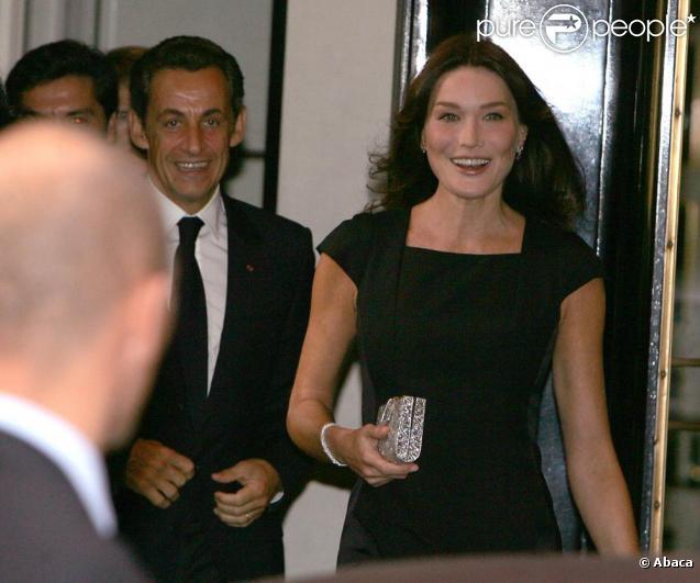 Nicolas Sarkozy et Carla Bruni quittent leur hôtel Carlyle, situé dans l'Upper East Side, à New York. 21/09/09